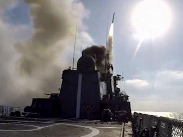 Chiến hạm Đô đốc Essen phóng tên lửa hành trình Kalibr vào một mục tiêu ở Biển Đen
