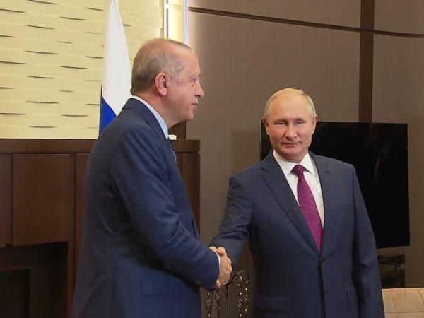 Tổng thống Nga Vladimir Putin (bên phải) và người đồng cấp Thổ Nhĩ Kỳ Recep Tayyip Erdogan