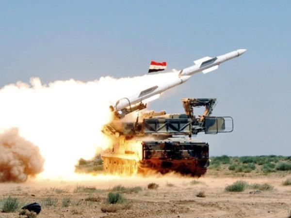 Lực lượng phòng không Syria phóng tên lửa vào vị trí của phiến quân trong một cuộc tấn công ở Hama
