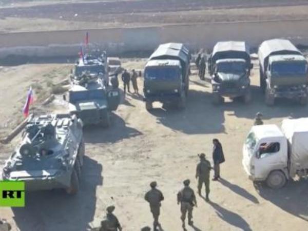Đoàn xe quân cảnh Nga tiến vào làng Tal Samin, nơi từng là căn cứ Mỹ