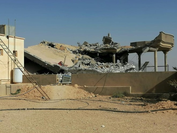 Một cơ sở của lực lượng Kata'ib Hezbollah ở thị trấn Qaim, Iraq sau đợt không kích của Mỹ