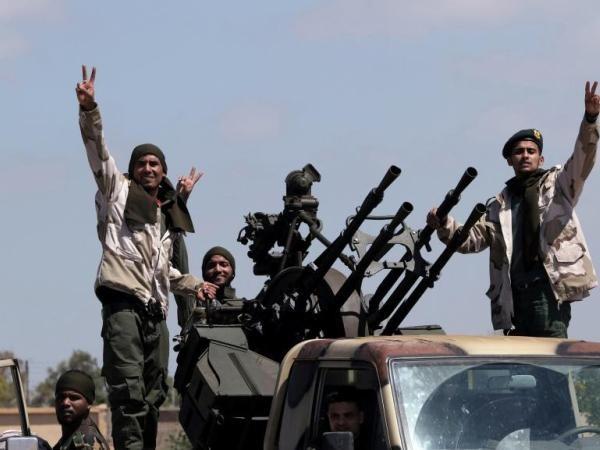 Thành viên lực lượng LNA, do tướng Khalifa Haftar chỉ huy, tại Benghazi chuẩn bị tiến về Tripoli, ngày 27-12-2019
