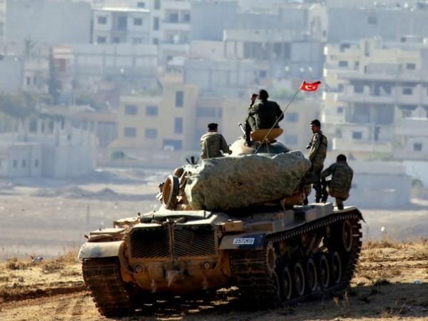 Xe tăng quân đội Thổ Nhĩ Kỳ tham chiến ở mặt trận phía Đông Nam tỉnh Idlib, ngày 1-1-2020