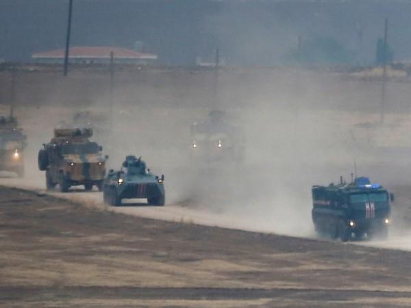 Đoàn xe quân sự Nga và Thổ Nhĩ Kỳ được nhìn thấy trong một cuộc tuần tra chung ở Syria