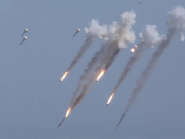 Các chiến đấu cơ Nga dội bom diệt khủng bố ở Idlib, Syria