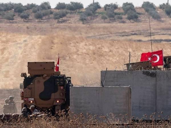 Đoàn xe quân sự của Thổ Nhĩ Kỳ được nhìn thấy tiến vào Idlib của Syria, ngày 9-2-2020