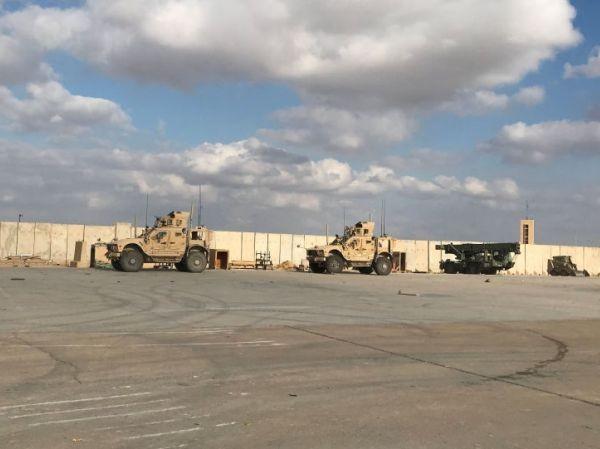Mỹ điều hàng chục xe quân sự từ Iraq đến Syria ảnh 1