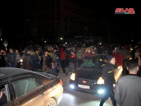 Người dân Aleppo đổ ra đường ăn mừng chiến thắng của quân đội Syria, ngày 16-2-2020