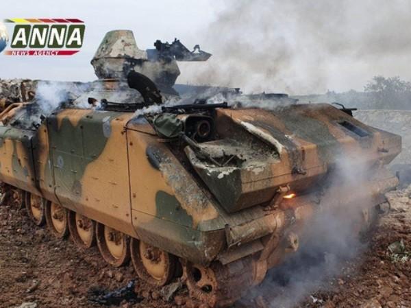 Một thiết giáp của Thổ Nhĩ Kỳ bị phá hủy trong đợt tấn công của quân đội Nga