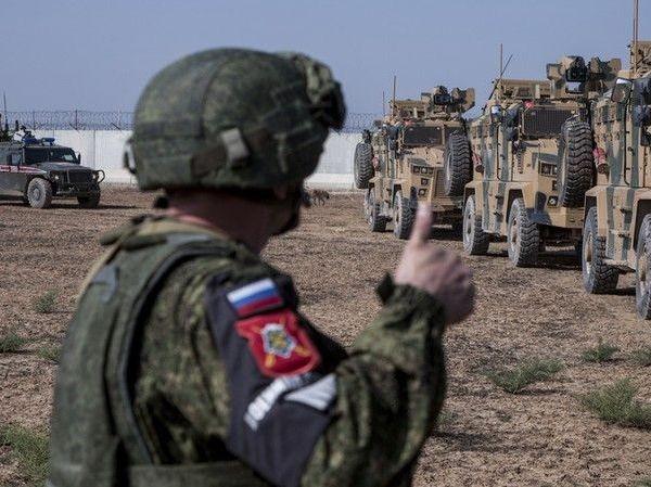 Đoàn xe quân sự của Nga và Thổ Nhĩ Kỳ trong một buổi tuần tra chung gần thị trấn Al-Muabbadah, tỉnh Hasakeh, Đông Bắc Syria