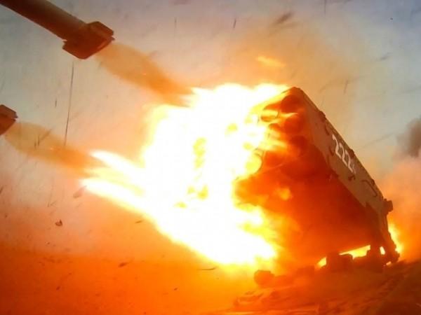 Hệ thống phóng tên lửa TOS-1a của Nga khai hỏa
