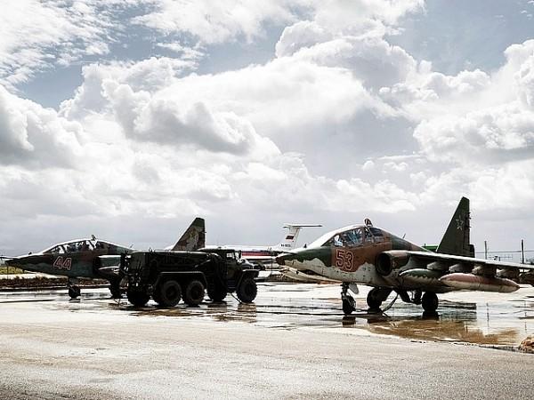 Căn cứ không quân Hmeimim của Nga ở Syria thời gian gần đây liên tiếp phải hứng chịu những vụ tấn công từ phiến quân