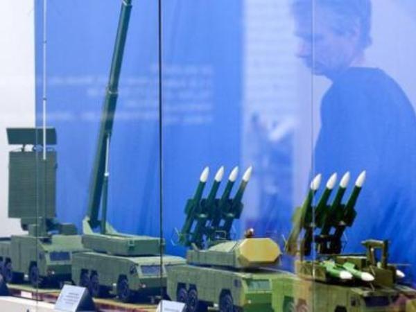 """Gian hàng của tập đoàn """"Almaz-Antey"""" Nga tại một cuộc triển lãm vũ khí và phương tiện kỹ thuật quân sự quốc tế"""