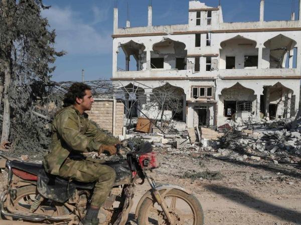 Một tòa nhà ở Al Nayrab, phía Đông Nam thành phố Idlib bị tàn phá nặng nề bởi các cuộc chiến giữa quân chính phủ và phe đối lập