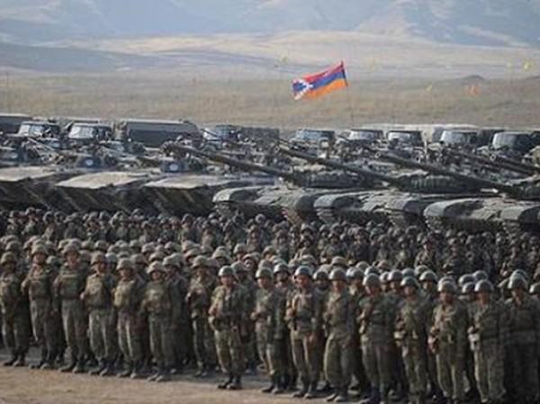 Quân đội Armenia trong một cuộc tập trận ở khu vực biên giới