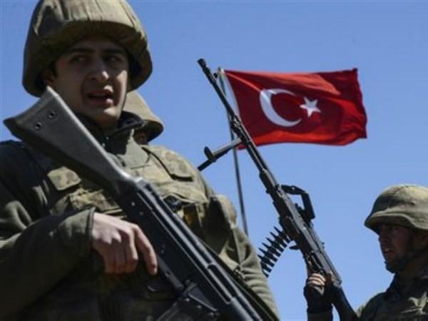 Lực lượng Thổ Nhĩ Kỳ tấn công quân đội Syria ở Bắc Raqqa ảnh 1