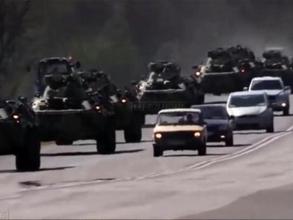 Đoàn xe quân sự Nga chở vũ khí hạng nặng thẳng tiến đến Đông Bắc Syria ảnh 1