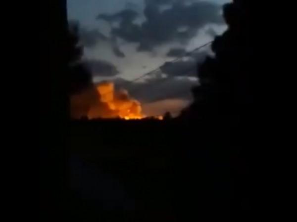 Kho chứa vũ khí và đạn dược của Mỹ bất ngờ phát nổ ở Đông Syria ảnh 1