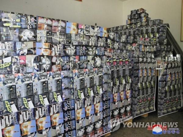 Các tờ rơi tuyên truyền chống phá Hàn Quốc được xếp kín tại một cơ sở in ấn ở Triều Tiên, ngày 20-6-2020