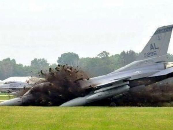 Khoảnh khắc đầu tiên khi chiếc F-16 của không quân Mỹ rơi, ngày 1-7-2020