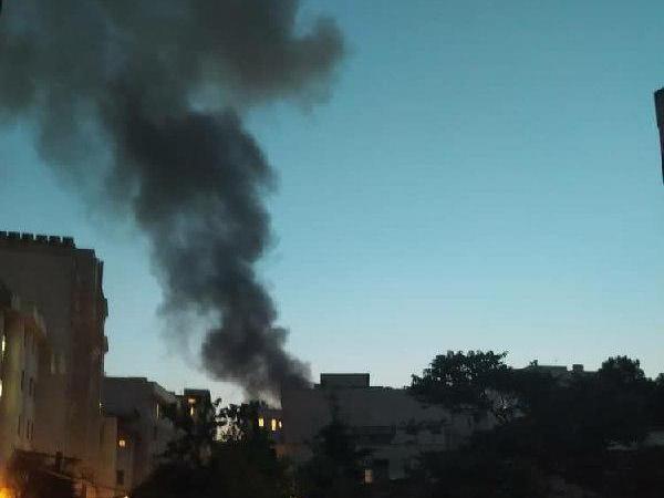 Khói đen bốc lên cao sau vụ nổ xảy ra ở khu vực phía Bắc thủ đô của Iran, ngày 30-6-2020