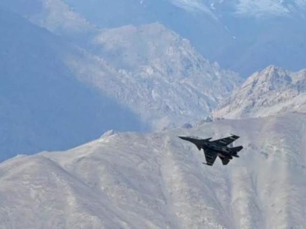 Tiêm kích MiG-29 của Ấn Độ bay trên bầu trời Thung lũng Galwan ở vùng Ladakh, ngày 26-6-2020