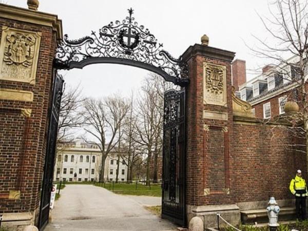 Đại học Harvard hiện vẫn đang đóng cửa do ảnh hưởng của dịch bệnh Covid-19