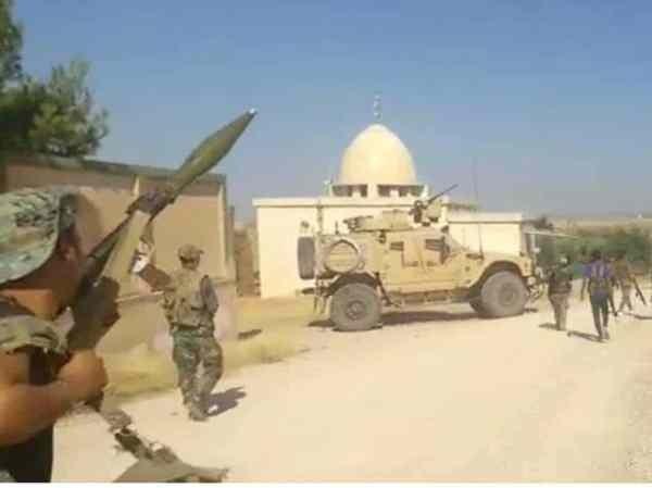 Trung đoàn 154 của quân đội Syria được nhìn thấy bắt lực lượng Mỹ quay lại gần khu vực Tal Tamr, ngày 10-7-2020
