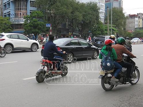 Không đội mũ bảo hiểm: Vi phạm chủ yếu là học sinh đi xe đạp điện ảnh 1