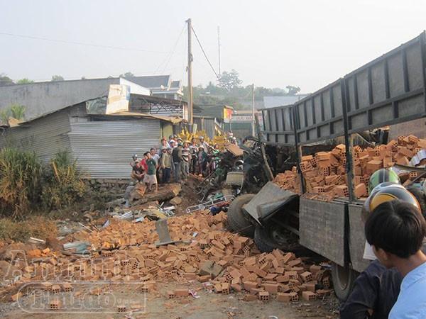 Hiện trường vụ tai nạn khiến 6 người tử vong