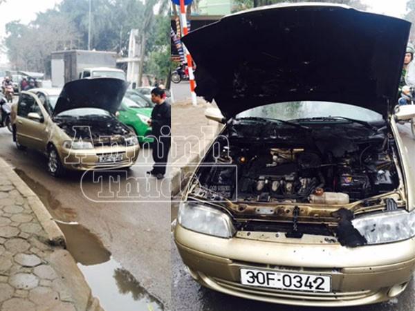 Chiếc xe đang chạy bỗng dưng bốc cháy khiến xe bị hư hỏng nặng phần đầu