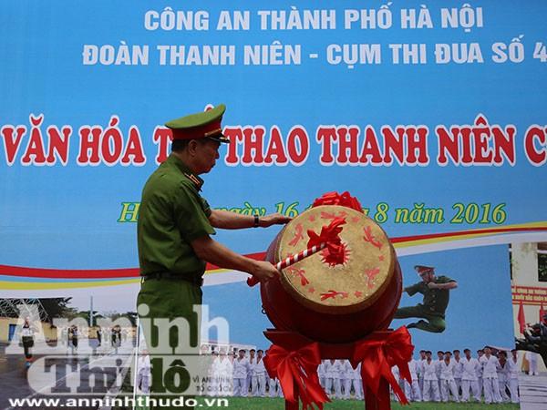 Thiếu tướng Đinh Văn Toản PGĐ - CATP khai mạc ngày hội văn hóa thể thao