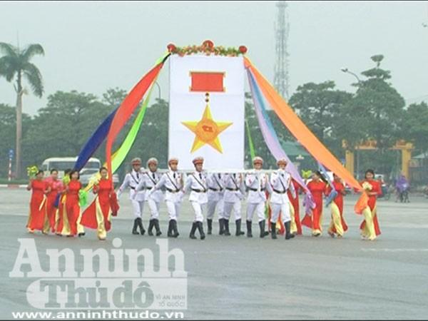 Trung đoàn Cảnh sát cơ động tổng duyệt dưới cơn mưa tầm tã ảnh 1