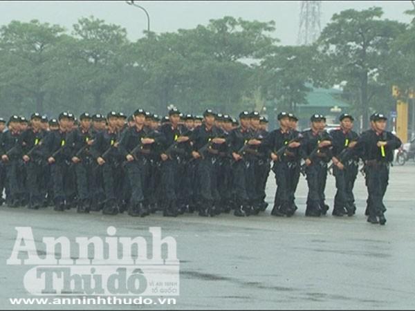 Trung đoàn Cảnh sát cơ động tổng duyệt dưới cơn mưa tầm tã ảnh 2