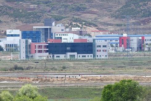 Quang cảnh khu công nghiệp chung Kaesong nhìn từ Paju, Hàn Quốc ngày 24/4 (Nguồn: AFP/TTXVN)