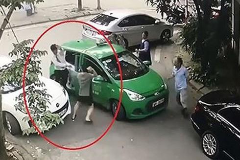 Chủ xe Mercedes đã dùng gạch đập vào đầu tài xế taxi Mai Linh