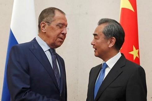 Ngoại trưởng Nga Sergey Lavrov và người đồng cấp phía Trung Quốc Vương Nghị