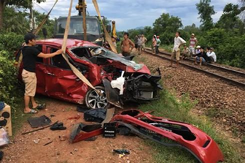 Vụ tai nạn nghiêm trọng khiến tài xế ô tô tử vong trên đường đi cấp cứu