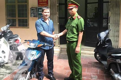 Anh Nguyễn Q.C vui mừng khi nhận lại chiếc xe bị kẻ gian lấy trộm