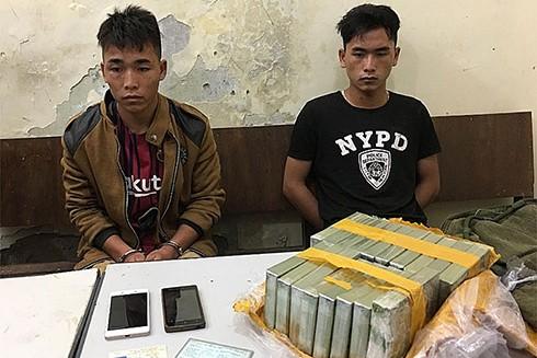 Hai anh em ruột bị bắt khi đang đi bán ma túy