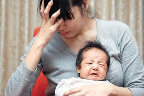Nhiều bà mẹ sau sinh rơi vào trạng thái trầm cảm (Ảnh: Minh họa)