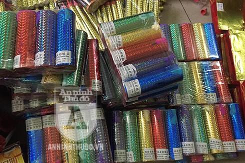 Phát hiện lô hàng hóa nghi là pháo tuồn vào thị trường Hà Nội tiêu thụ