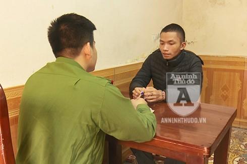 Mai Việt Thái được Tiến giao cho nhiệm vụ phá khóa những chiếc xe để trộm cắp