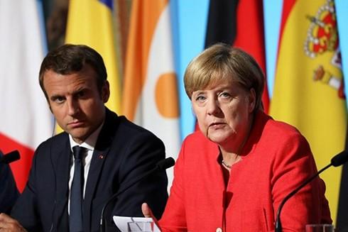 Tổng thống Pháp Emmanuel Macron (trái) và Thủ tướng Đức Angela Merkel. (Nguồn: kyivpost.com)