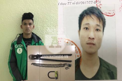 Long (trái) và Linh (phải) cùng chiếc khóa bị cắt bởi kìm cộng lực trước khi các đối tượng lấy chiếc xe máy đi
