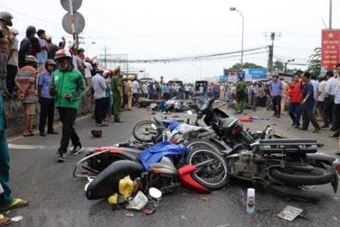 Bộ GTVT đề nghị các đơn vị liên quan nghiên cứu thu hồi vĩnh viễn bằng lái với những tài xế để xảy ra tai nạn nghiêm trọng.