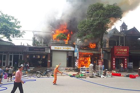 Hỏa hoạn đã thiêu rụi nhiều nhà dân