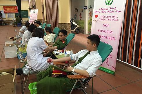 Đoàn viên, thanh niên CAQ Hoàn Kiếm tích cực hưởng ứng ngày hội hiến máu tình nguyện