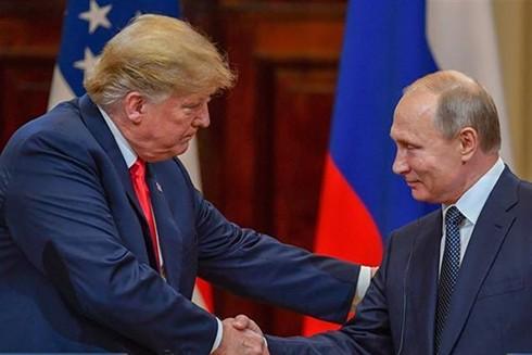 Tổng thống Nga Vladimir Putin (phải) và Tổng thống Mỹ Donald Trump tại cuộc gặp thượng đỉnh ở Helsinki, Phần Lan, ngày 16-7-2018. (Nguồn: AFP/TTXVN)