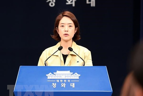 Người phát ngôn Phủ Tổng thống Hàn Quốc Ko Min-jung phát biểu trong cuộc họp báo tại thủ đô Seoul. (Ảnh: Yonhap/TTXVN)